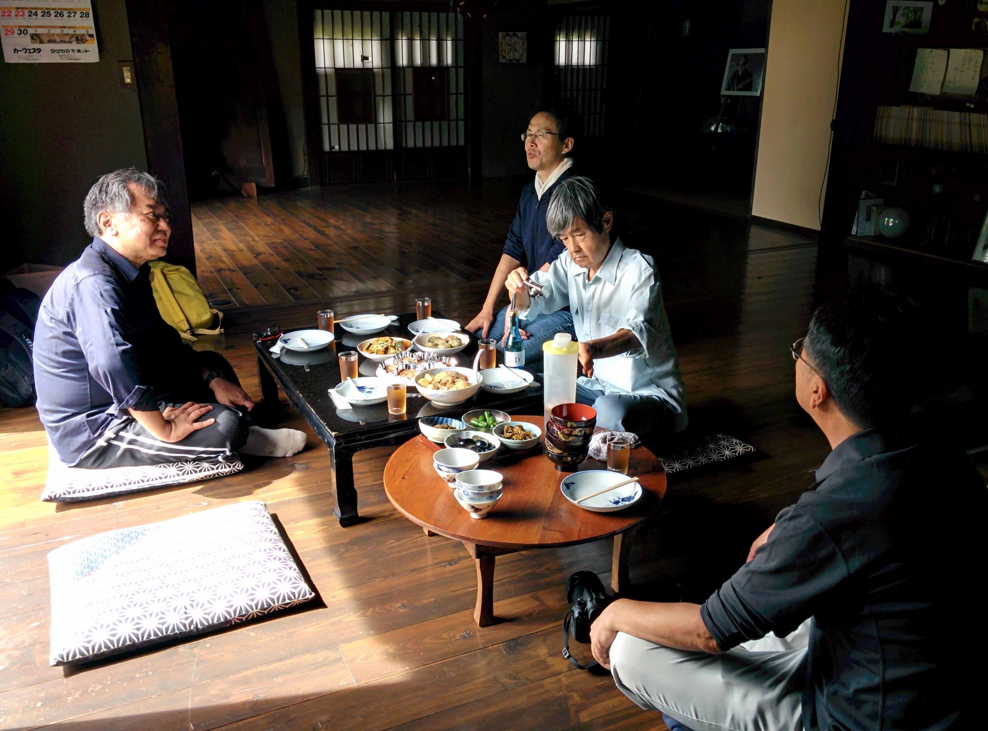 郷の家で昼食