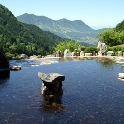 馬曲温泉からの高社山
